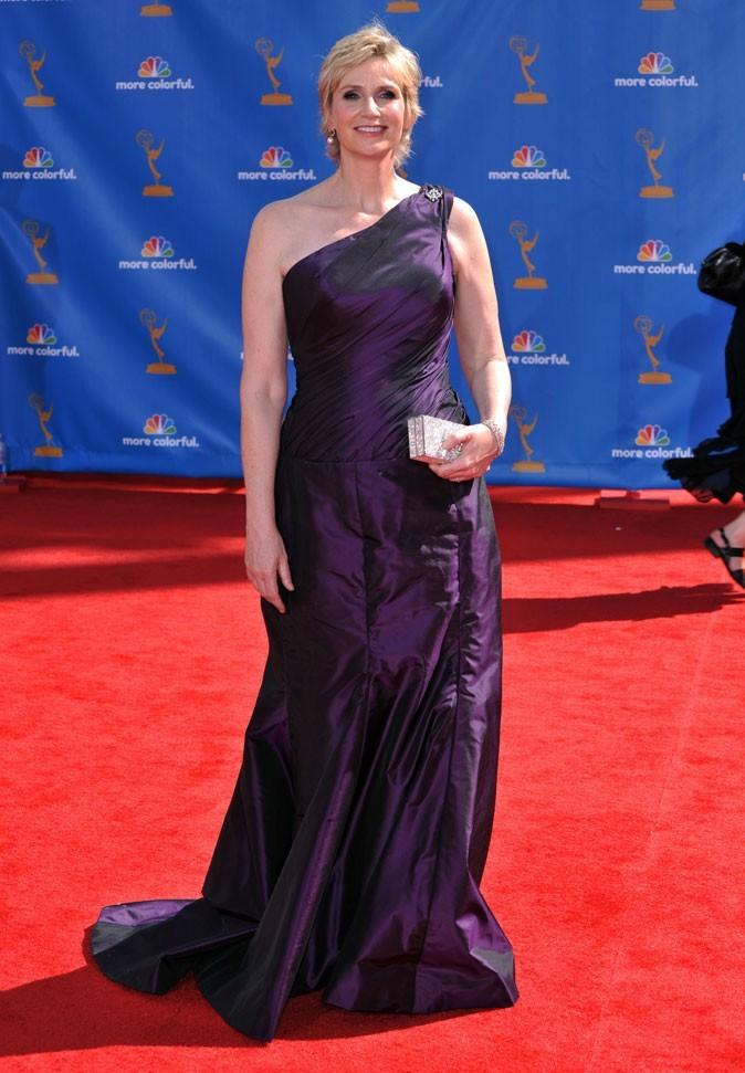Les stars de Glee en mode glamour : la robe longue asymétrique de Jane Lynch