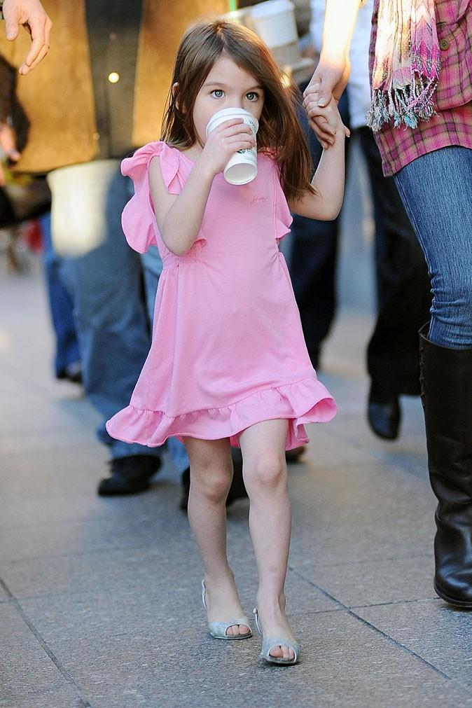Look de star : la robe rose de Suri Cruise