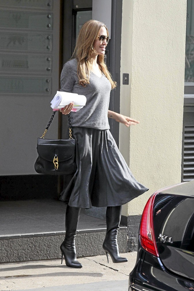 Angelina Jolie avec son sac Carine de Tom Ford