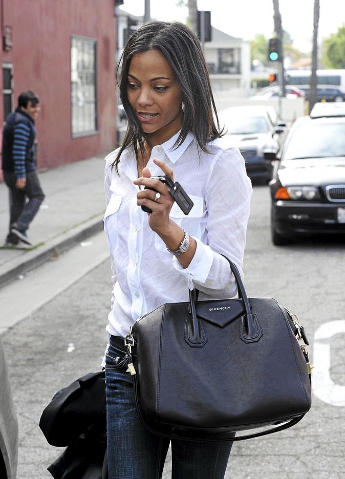 Zoe Saldana avec son sac Givenchy