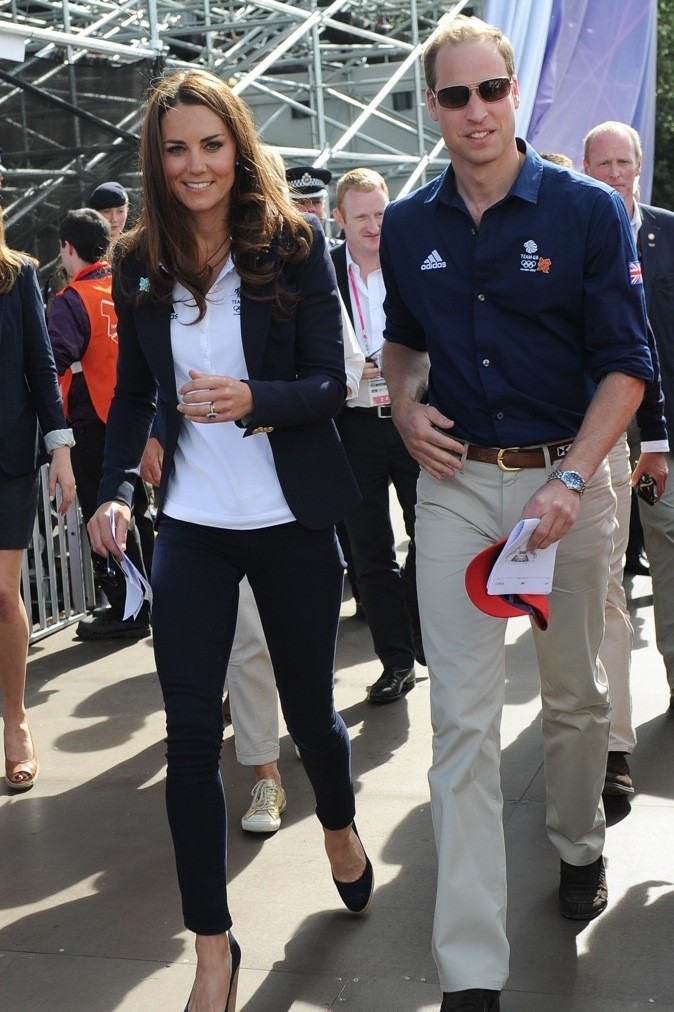 look focus sur les tenues de kate middleton pour les jeux olympiques. Black Bedroom Furniture Sets. Home Design Ideas