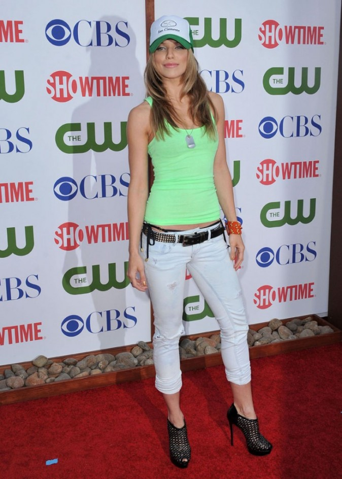 Annalynne McCord imite Avril Lavigne à ses débuts ?