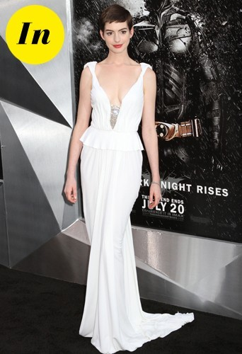 Anne en robe Prabal Gurung.
