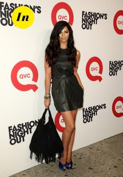 Camila Alves : superbe avec cette robe en cuir ceinturée ! Le petit détail qui fait toute la différence sont les talons bleu nuit !
