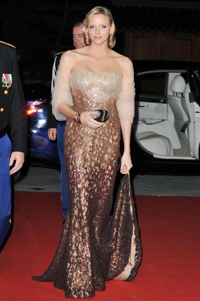 Charlene Wittstock :  une robe longue bustier au dégradé chocolat en novembre 2010