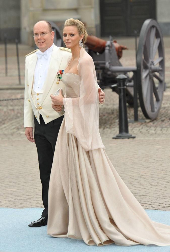 Charlene Wittstock :  une robe longue nude bustier Elie Saab en juin 2010 pour le mariage de la princesse Victoria de Suède