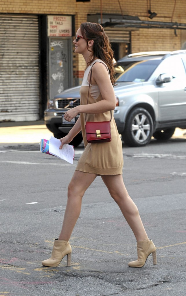 La mini-robe et les low boots nude de Blair Waldorf !