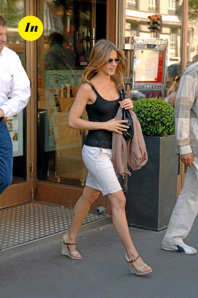 La jupe droite et les compensées de Jennifer Aniston en Juin 2007 !
