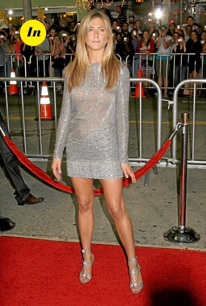 La mini-robe droite irisée de Jennifer Aniston en Septembre 2009 !