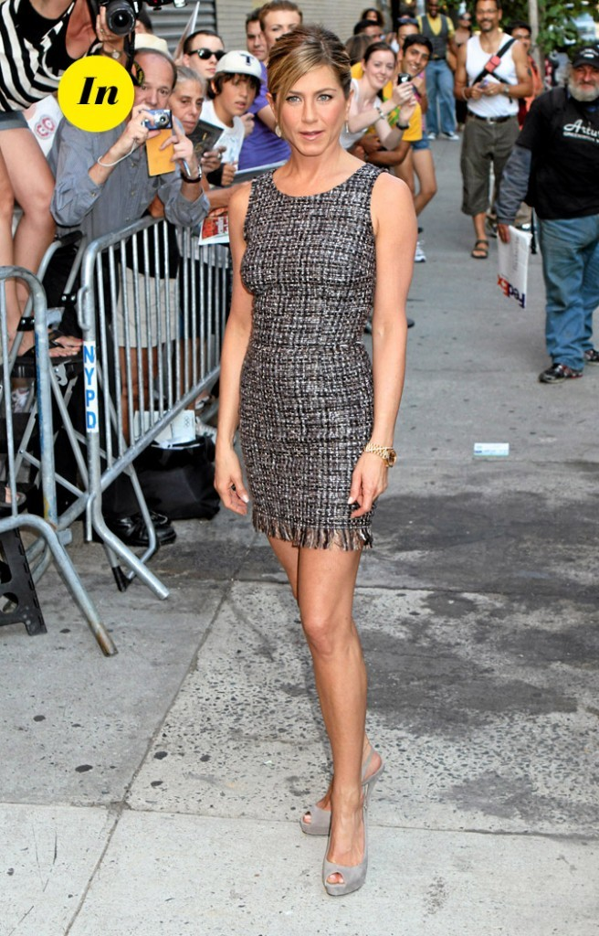 La mini-robe en tweed de Jennifer Aniston en Août 2010 !