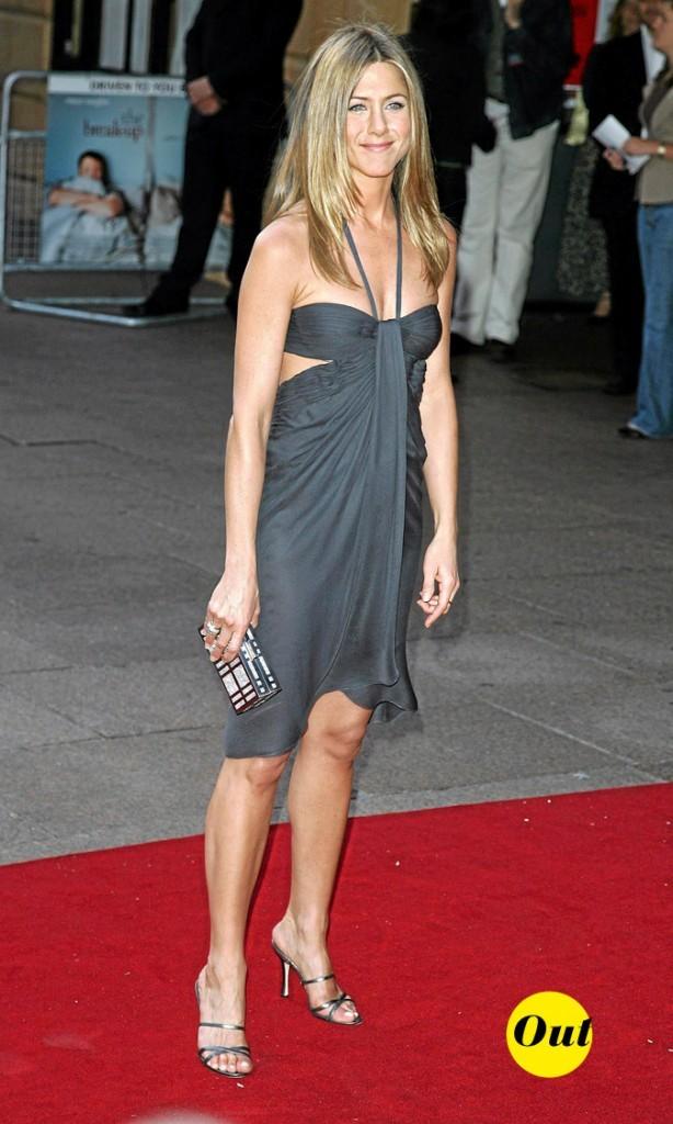 La robe bustier à découpes de Jennifer Aniston en Juin 2006 !