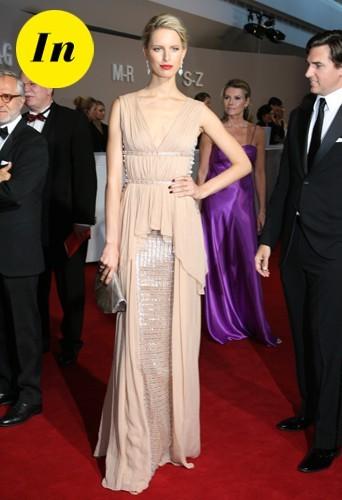 Une magnifique robe Vionnet couleur chair au gala Rosenball en Allemagne