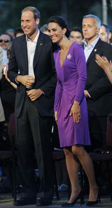 Kate Middleton le 1er juillet 2011 au Canada : une robe violette Issa