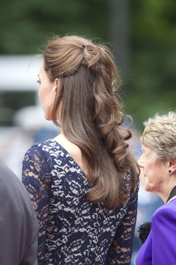 Kate Middleton le 30 juin 2011 au Canada : une demi-queue de cheval très chic