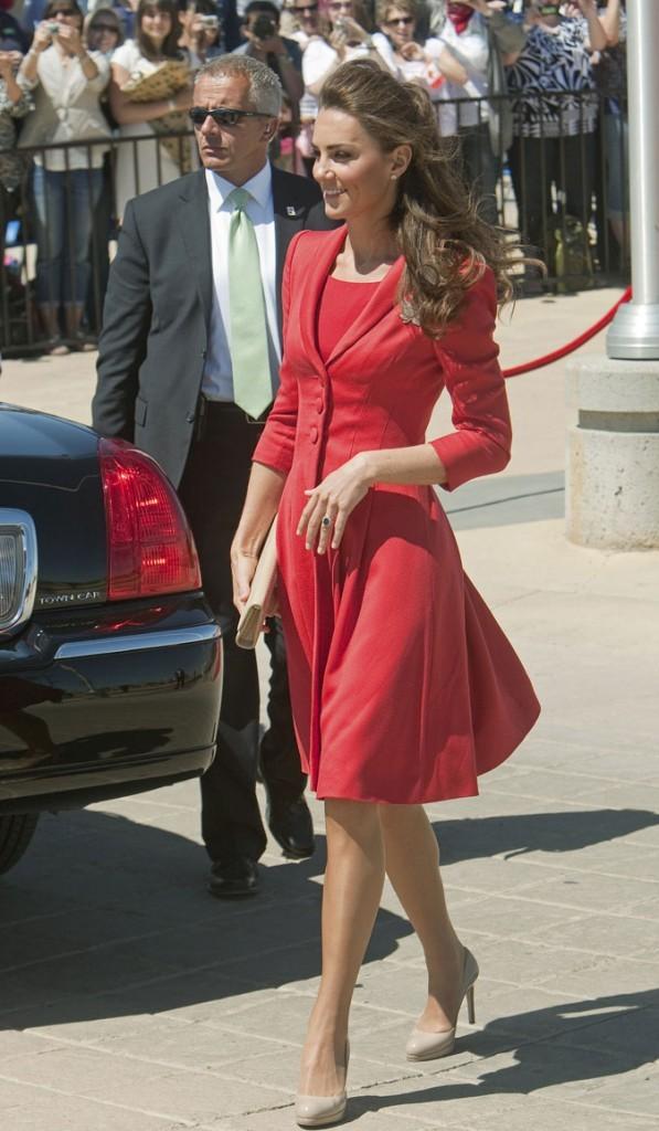 Kate Middleton le 8 juillet 2011 au Canada : une robe rouge pour dire au revoir !