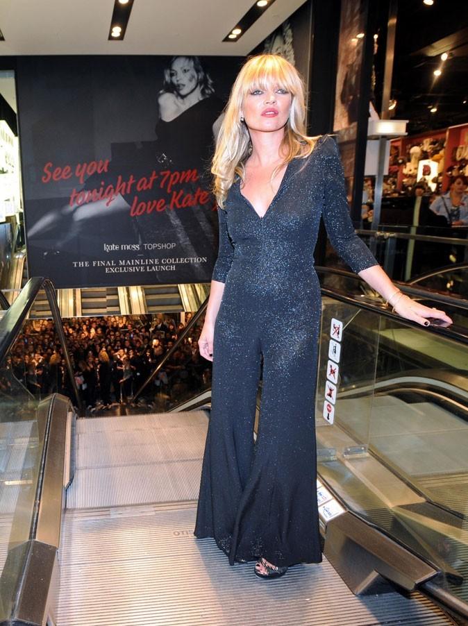 Looks de Kate Moss : combinaison à paillettes en novembre 2010