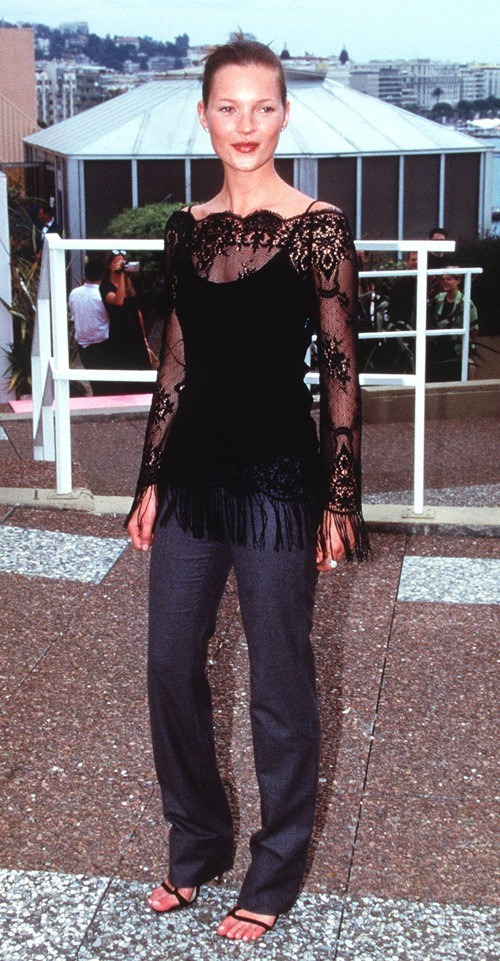Looks de Kate Moss : un top à franges en mai 1999