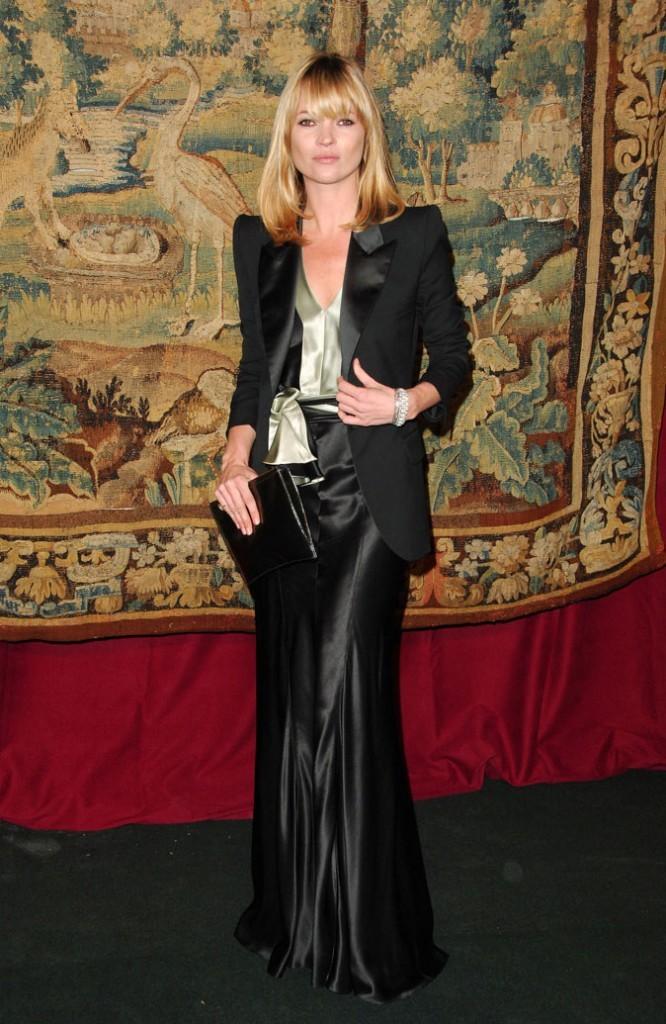 Looks de Kate Moss : une robe longue verte et noire et un blazer chic en novembre 2007