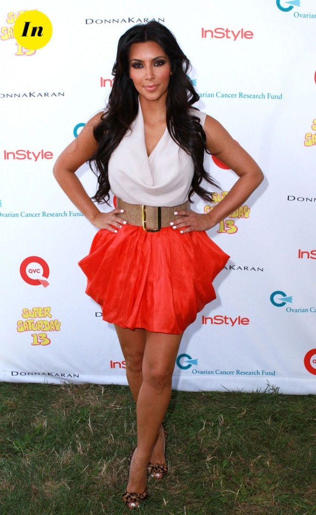Look de Kim Kardashian : une mini jupe orange en 2010