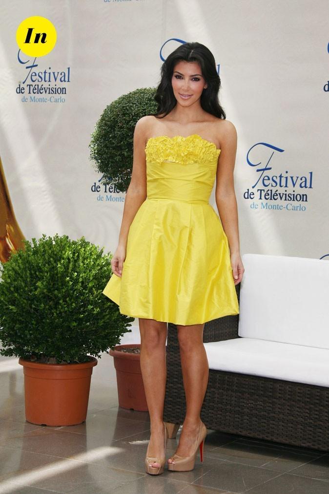 Look de Kim Kardashian : une robe bustier jaune poussin en 2009