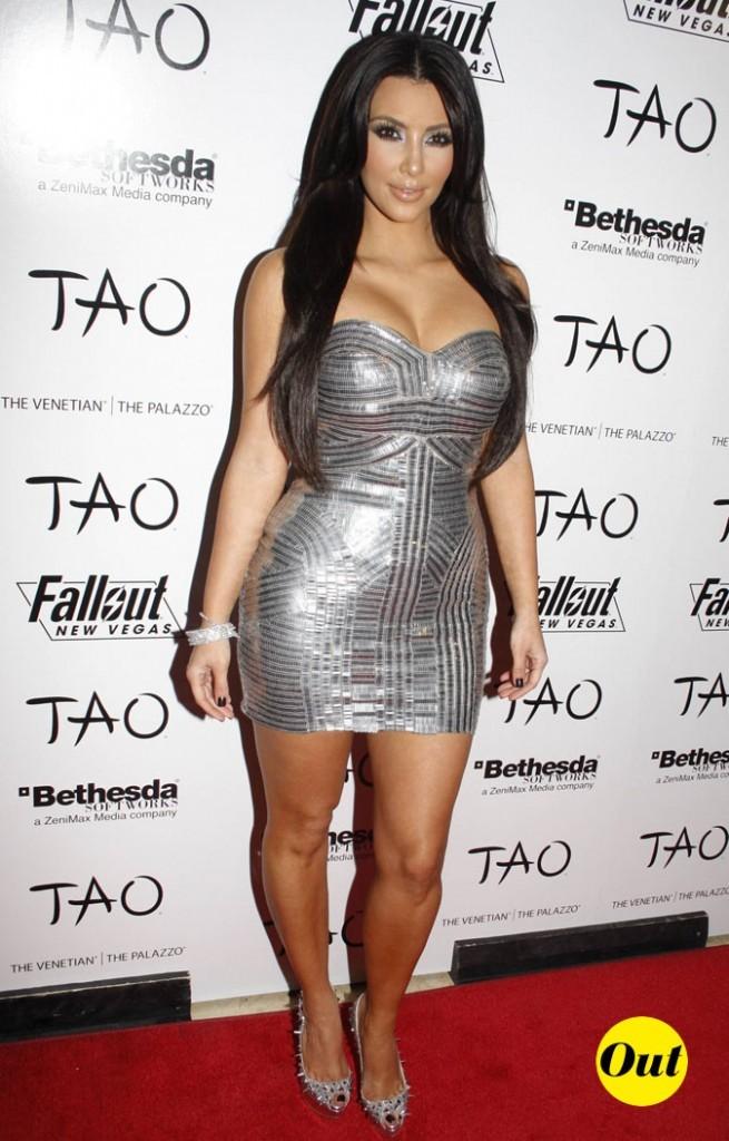 Look de Kim Kardashian : une robe lamée argent en 2010