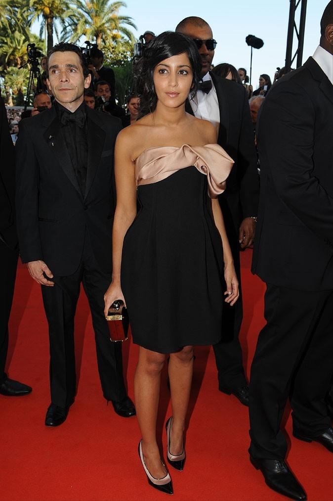 La mini-robe bustier à noeud de Leïla Bekhti au festival de Cannes 2009 !