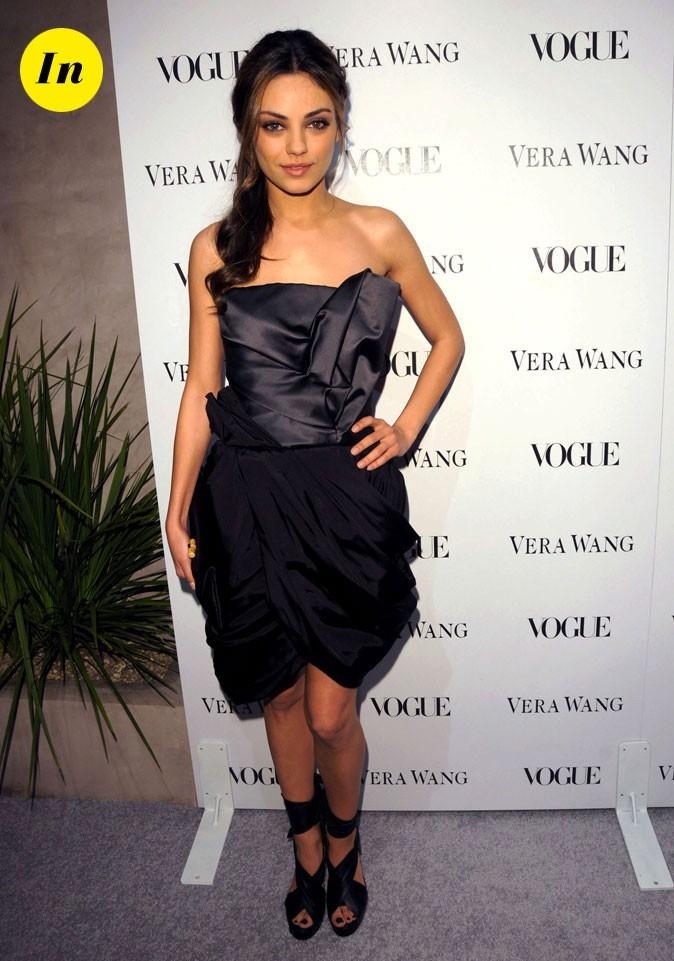La mini-robe bustier drapée Vera Wang de Mila Kunis en Mars 2010 !