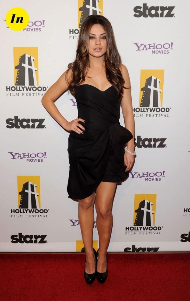 La mini-robe bustier noire Monique Lhuillier de Mila Kunis en Octobre 2010 !