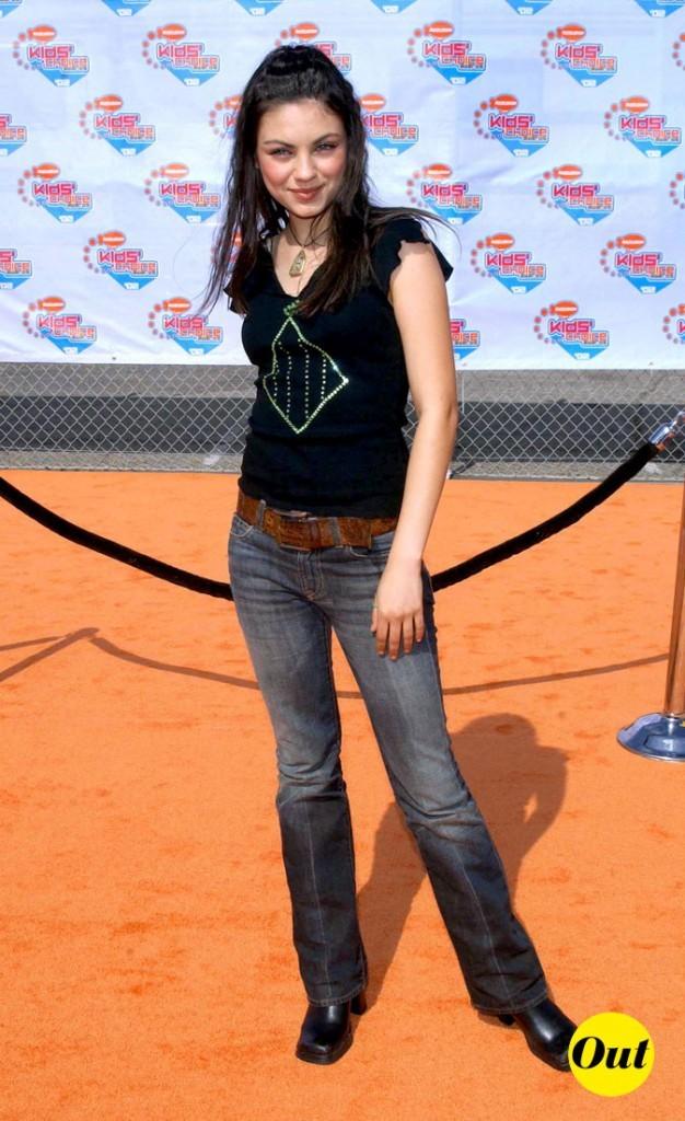 Le look casual sur tapis rouge de Mila Kunis en Avril 2002 !