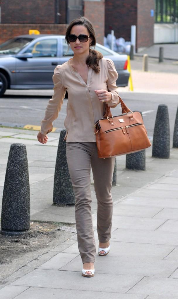 Le look nude en jean de Pippa Middleton en juin 2011