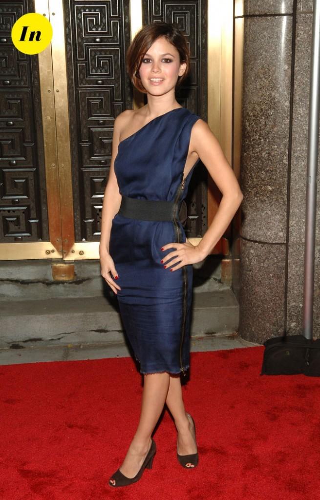 La robe asymétrique bleu nuit de Rachel Bilson en Septembre 2006 !