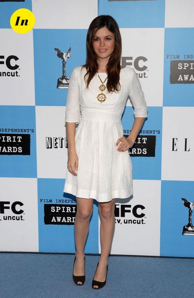 La robe blanche minimaliste de Rachel Bilson en Février 2007 !