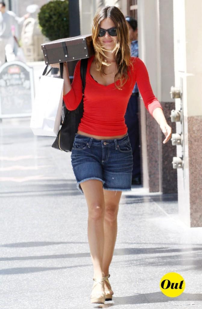 Le short en jean trop long de Rachel Bilson en Août 2010 !