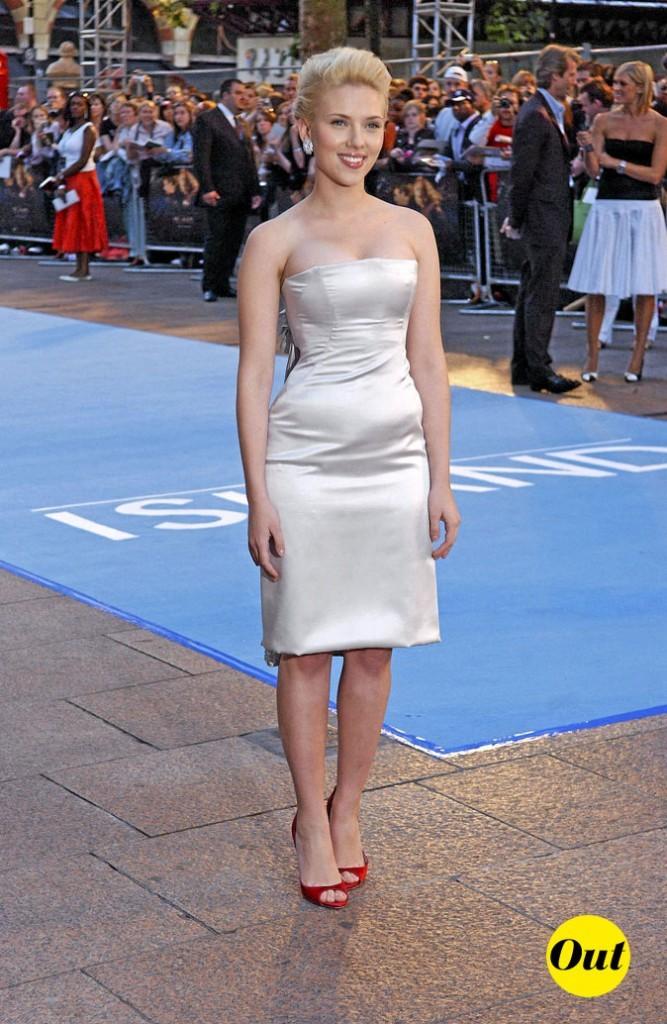Scarlett Johansson en 2005 : une robe bustier trop moulante