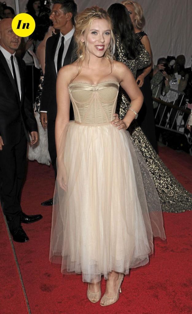 Scarlett Johansson en 2008 : un jupon + bustier sexy