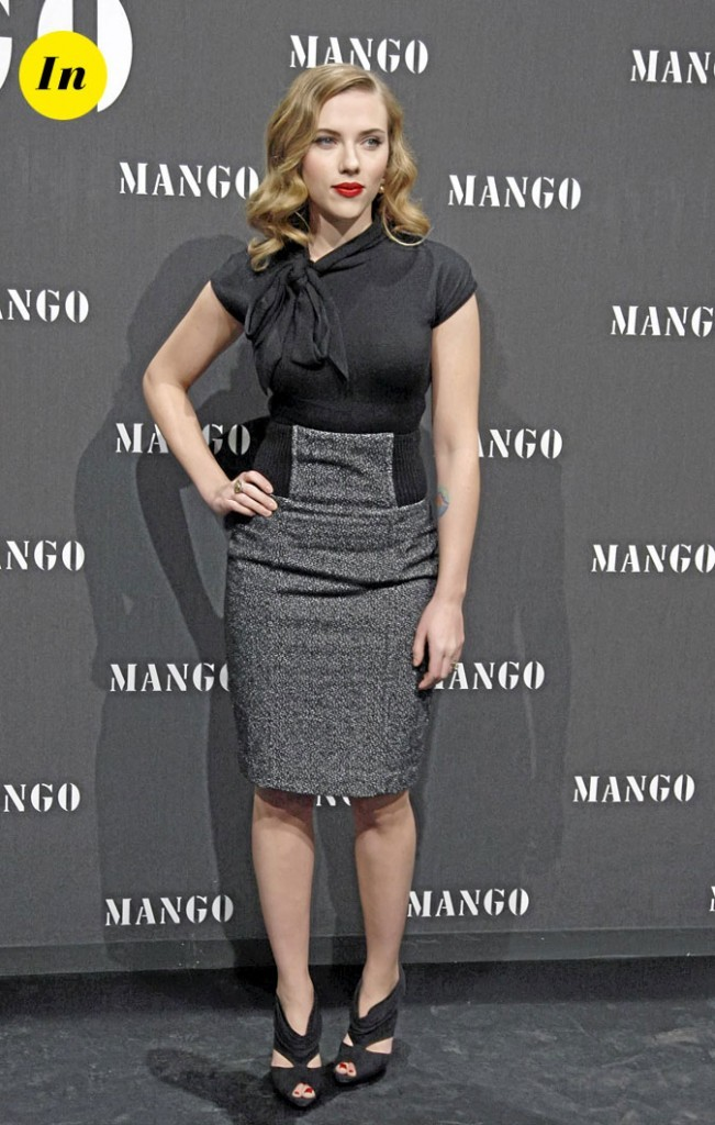 Scarlett Johansson en 2009 : jupe crayon pour un total look de working girl