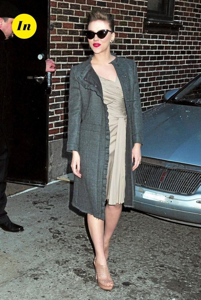 Scarlett Johansson en 2010 : lunettes papillon qui complètent un look vintage