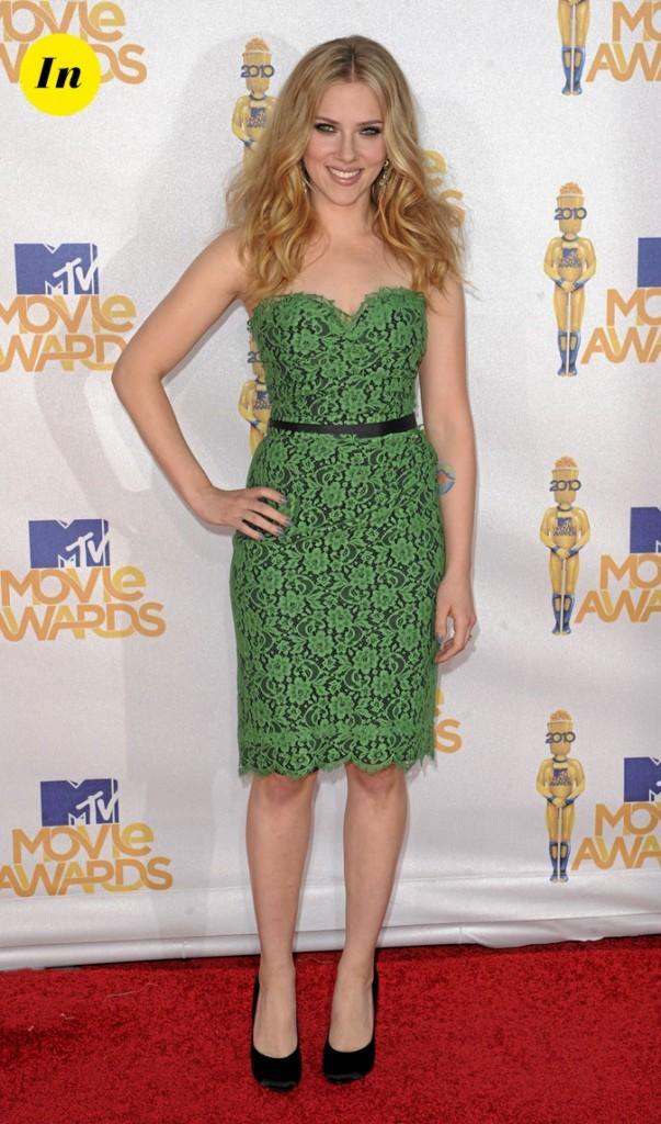Scarlett Johansson en 2010 : robe bustier verte pour une belle plante