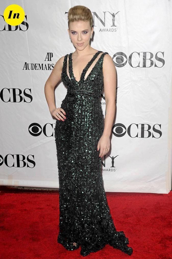 Scarlett Johansson en 2010 : robe longue noire au décolleté coquin