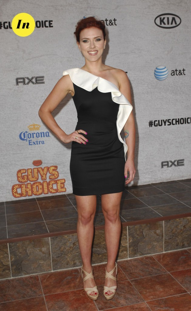 Scarlett Johansson en 2011 : une minirobe asymétrique
