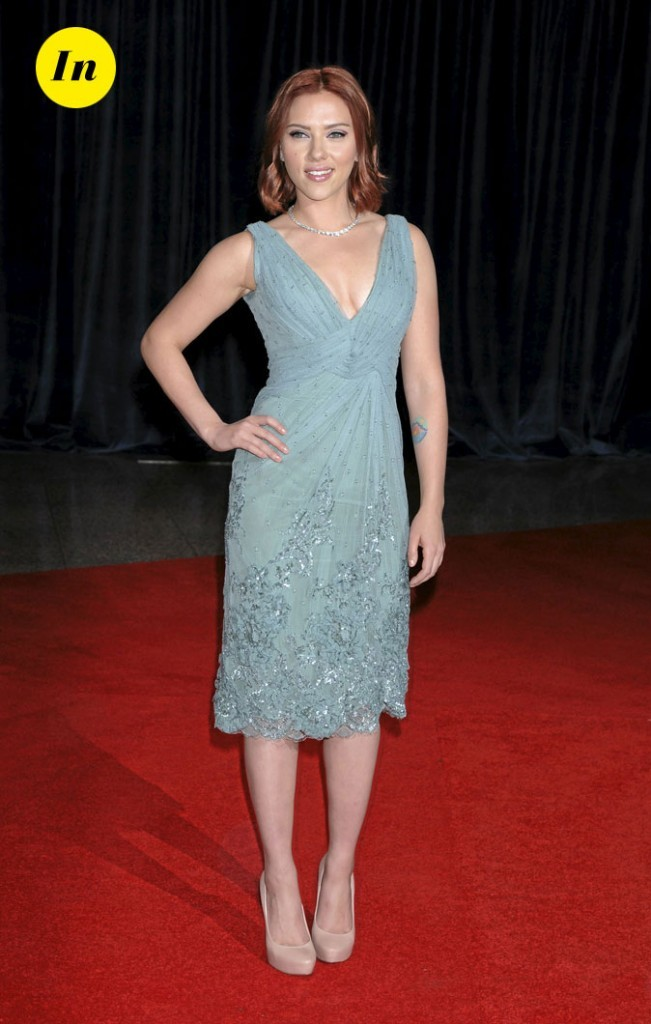Scarlett Johansson en 2011 : une robe mi-longue bleue