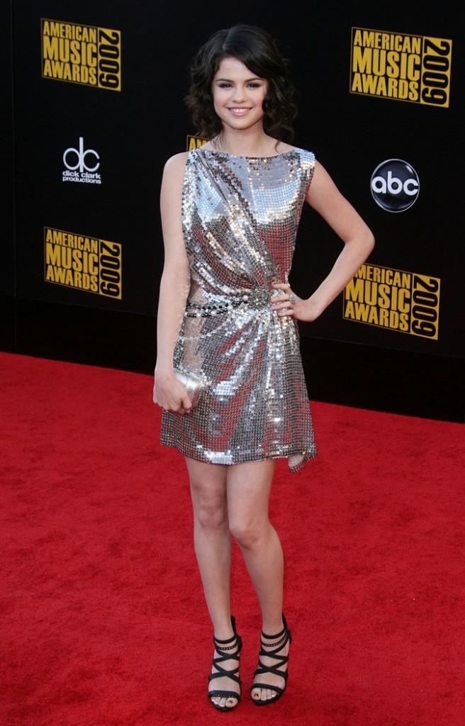 Novembre 2009: Ravissante dans sa robe glitter