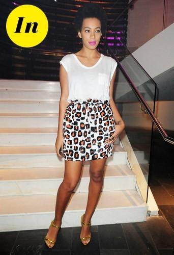 En jupe léopard