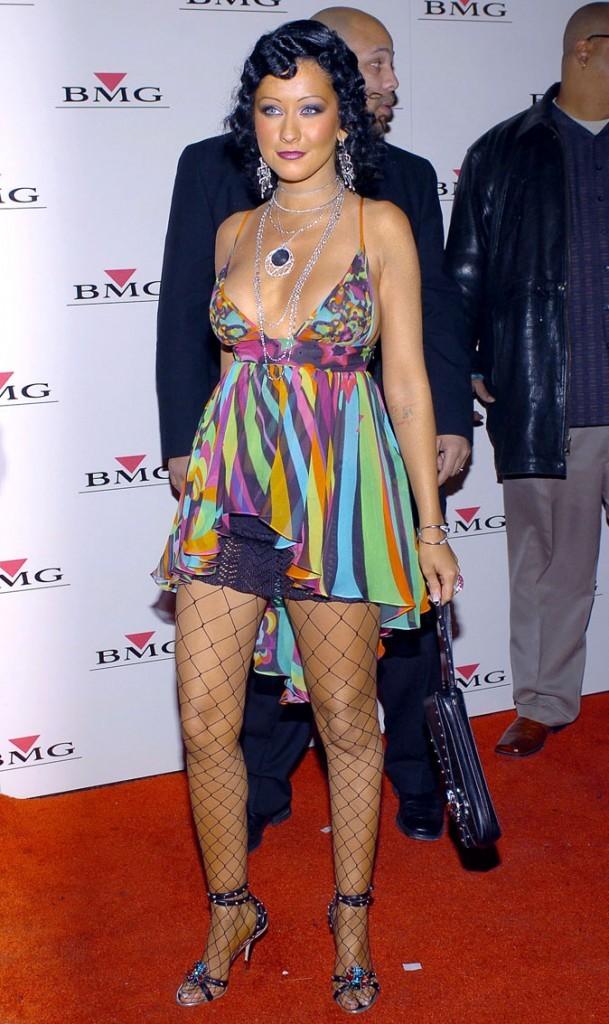 La mini-robe et les bas résille de Christina Aguilera !