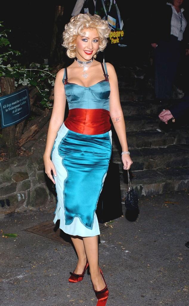 La robe en satin turquoise de Christina Aguilera !
