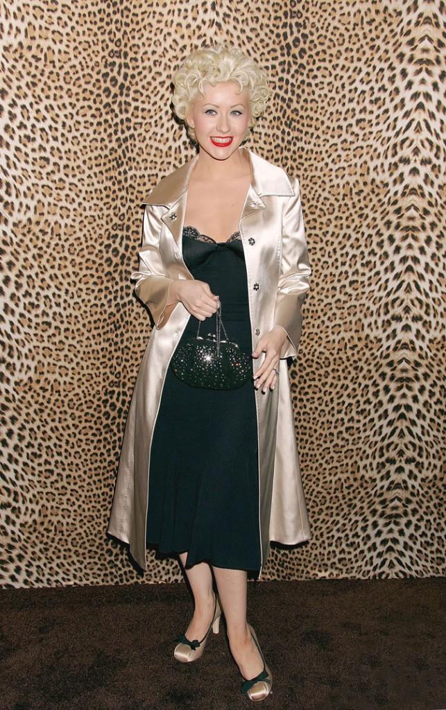 Le trench en satin de Christina Aguilera !