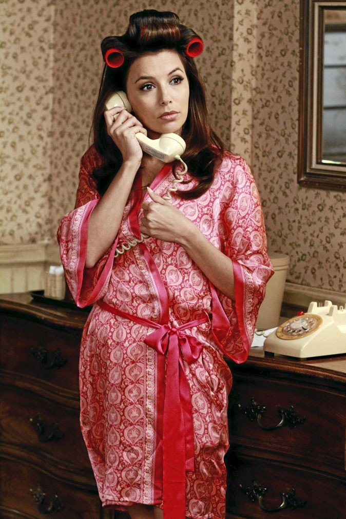 Looks d'Eva Longoria : un peignoir et des bigoudis dans Desperate Housewives !