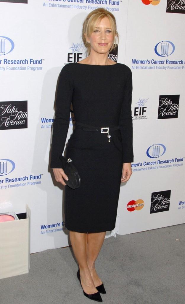 Looks de Felicity Huffman : une robe noire à manches longues sur tapis rouge !