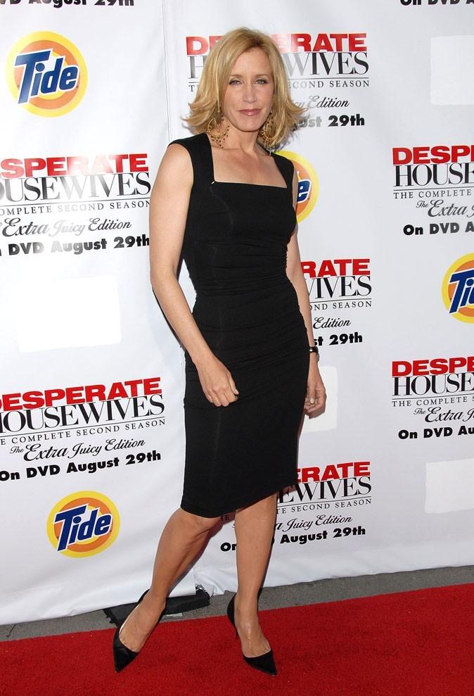 Looks de Felicity Huffman : une robe noire sobre sur tapis rouge !