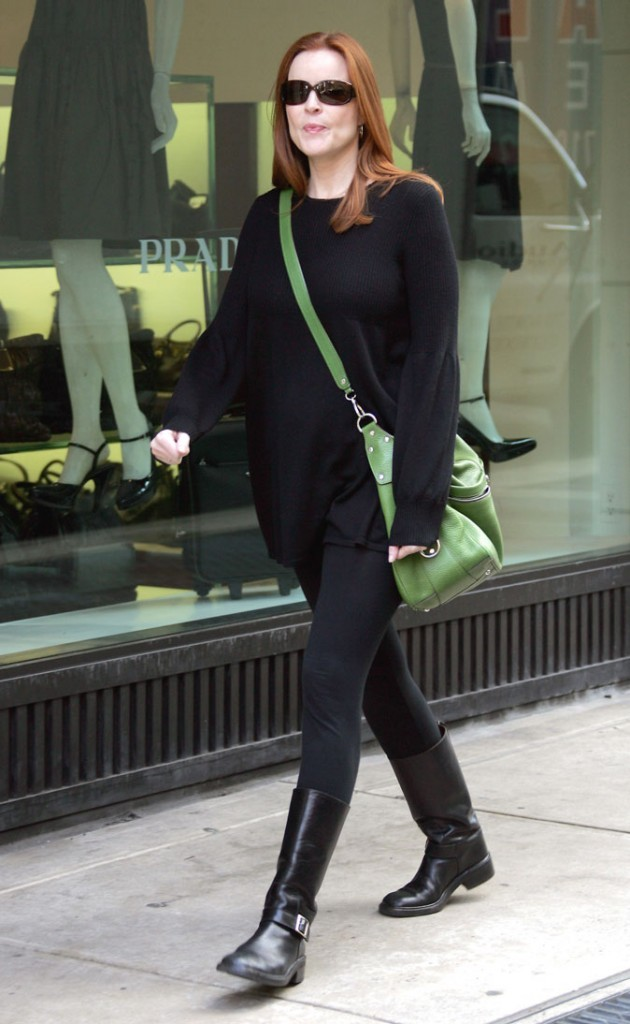 Looks de Marcia Cross :  un total look noir et un it-bag vert !